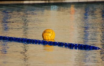 Water_polo_ball_on_water_generic-700x450